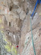 Rock Climbing Photo: P2 look back after the traverse and crux roof.