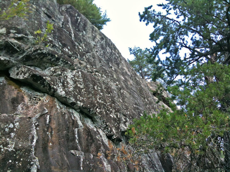 Continuation of the corner section that traverses along the half way mark of the cliff.