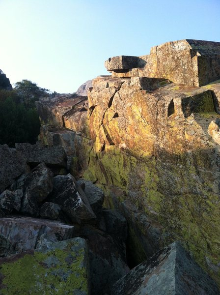 Rock Climbing Photo: Late afternoon sunlight.  The line is roughly cent...