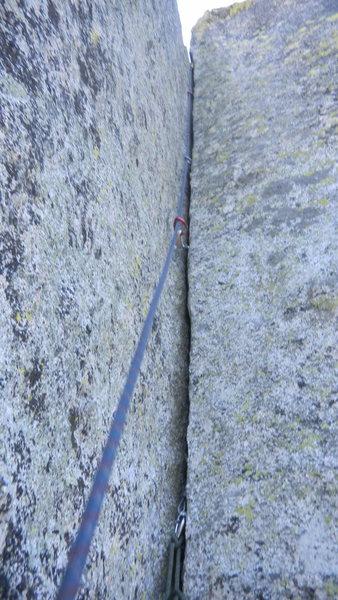 Rock Climbing Photo: Splitter P2 of Komodo Corner.  Mostly fingers to h...
