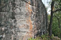 Rock Climbing Photo: A shorter wall that has lots of horizontal thin fi...