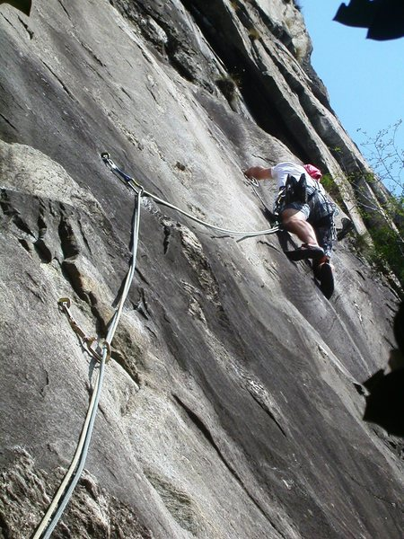 Rock Climbing Photo: First pitch of the upper headwall, before it goes ...