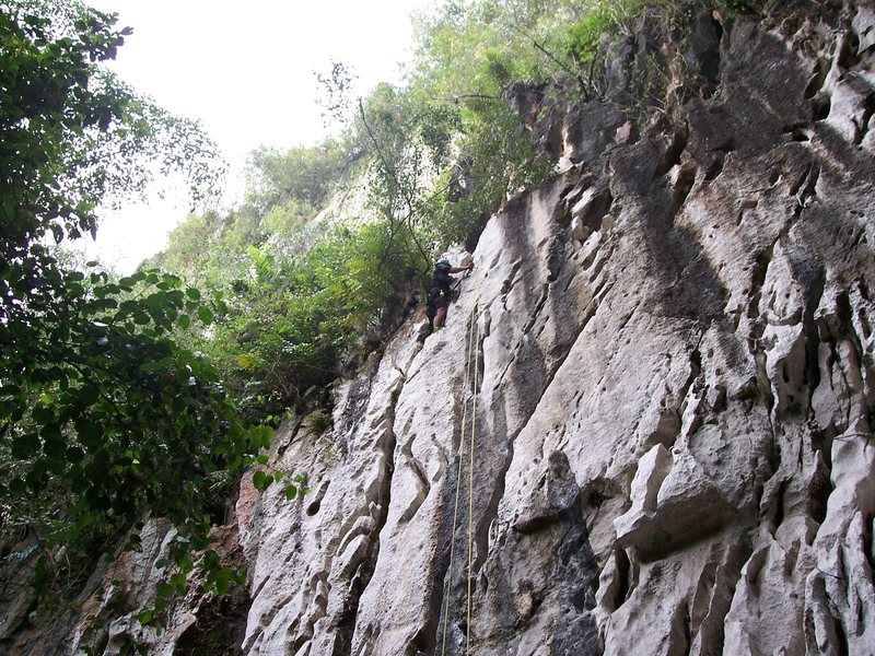 "the descent out of the cave off the anchors of the route ""sadako"""