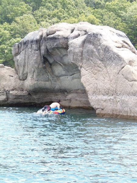 Rock Climbing Photo: Exploring new projects at Beaver Lake, Arkansas.