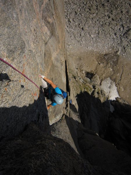 Kat A. transitioning from under-cling to knee-bar under the roof on P2.  An interesting solution....
