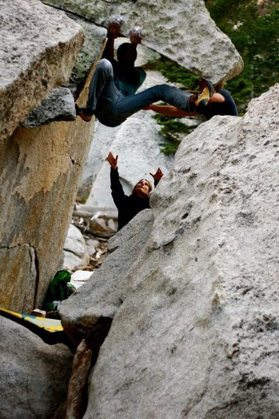 Standing on the head of the dragon (V4): awkward beta before 180° turn.