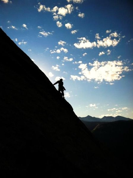 Travis leading out pitch 3 on Snake Dike.