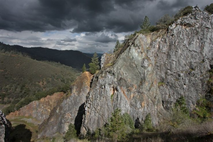 Rock Climbing Photo: From the ledge overlooking the Wreckage Wall and d...
