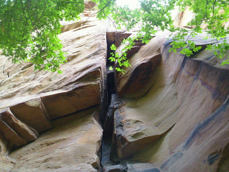 Rock Climbing Photo: The start of DE. Sqweeeez chimney style claustroph...