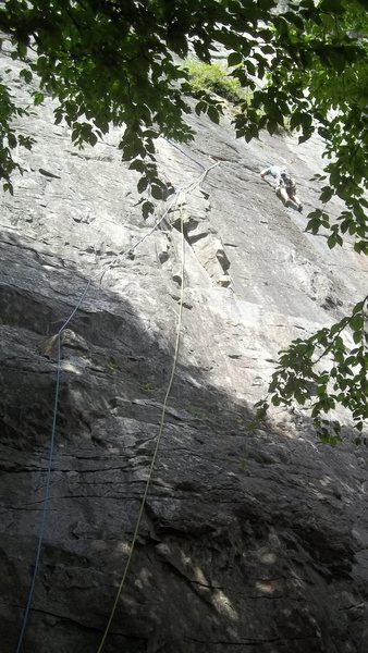 Thin Air<br>    Picture starts from the base, Many choices up to the &quot;double bongs&quot; optional belay where the traverse starts. Linking first pitch and traverse requires about 125 feet of rope.