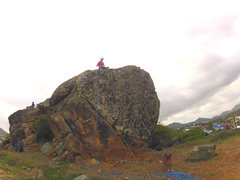 Big boulder to climb. <br />Easy route left. <br />Intermediate route right.