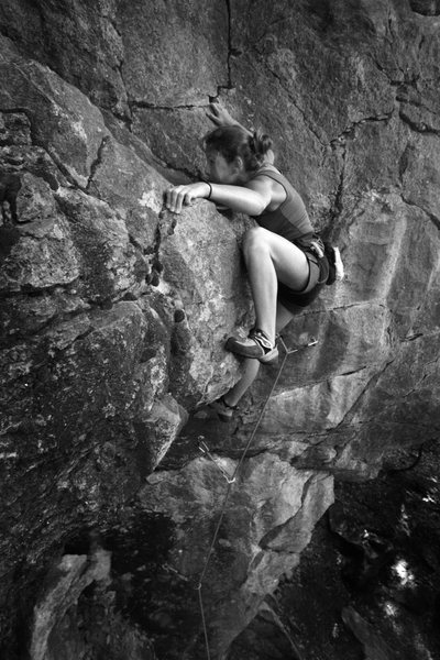 chloe manteling at the halfway rest ledge...