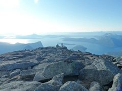 summit of Stetind, 1400 meters above the ocean in the background... think I can safely say this is the most spectacular view I've ever seen... :)