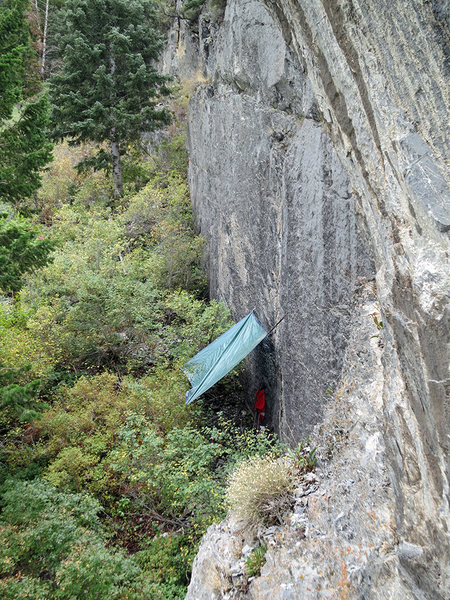 Rock Climbing Photo: Improvised rain fly on an off-and-on rainy Saturda...