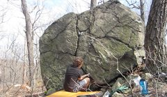 Rock Climbing Photo: The sit start of All's Well That Ends Well