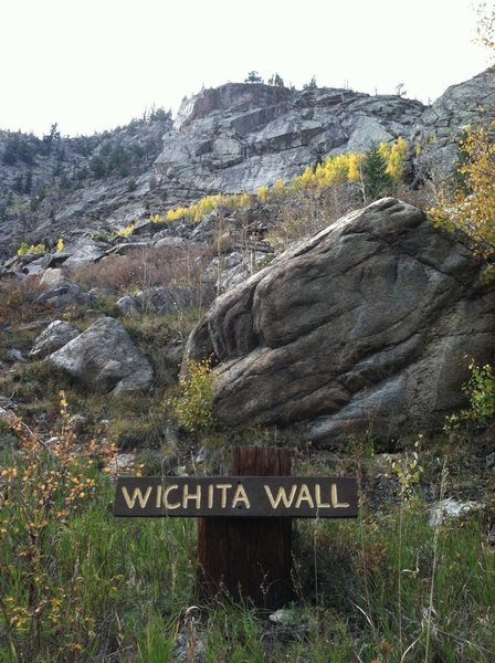 Rock Climbing Photo: The Roadside Sign looking up at the Wichita Wall.