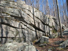 Rock Climbing Photo: The right side of the Long Wall, next to the trail