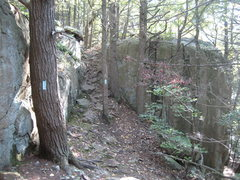 Rock Climbing Photo: Hiking south from Rt. 6, the Metacomet trail goes ...