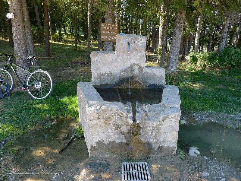the fountain near the parking lot at the 'col de guerins'