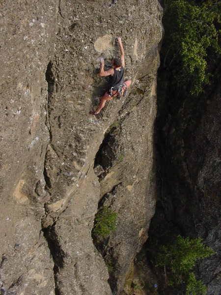 Doniel Drazin on the killer arete of Standard Issue on the Iron Curtain, Table Rock, MSH.