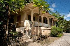 Rock Climbing Photo: APPROACH TRAILHEAD LANDMARK: Look for this house i...