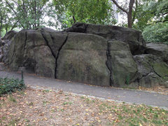 Rock Climbing Photo: This photo shows the Y Rock and Y crack. Good hand...