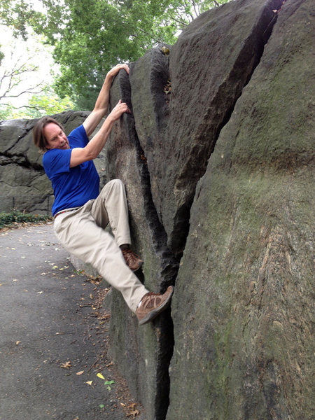 Rock Climbing Photo: Pulling on the Y-Crack.