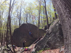 Rock Climbing Photo: Enter the Colossus V4-5 R, Colossus Boulder
