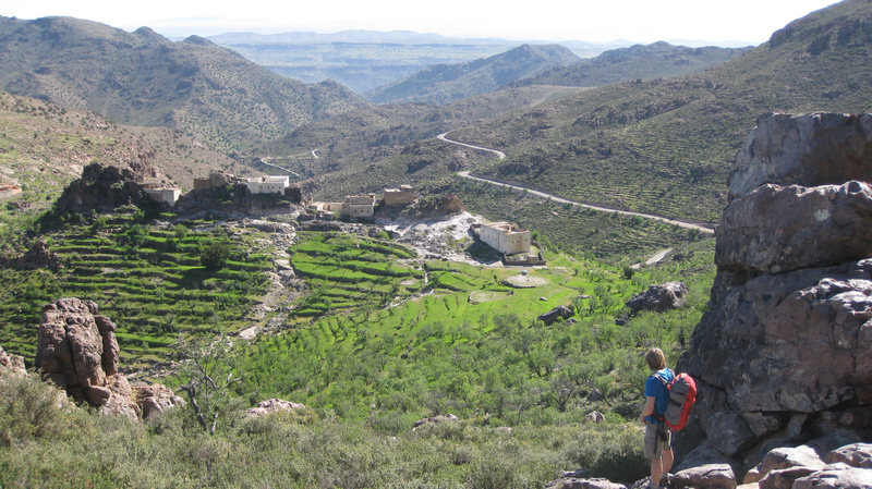 Looking along the Tizi Escarpment on the approach to the Taskra Bastion cliff, photo Paul Donnithorne