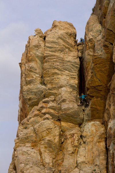 Jessie Rushbrooke entering the chimney on the second pitch of Em's Cleft 5.9, photo Emma Alsford