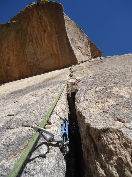 A good sense of the pro through the thin crack and then around the roof and corner. Photo by Hanna.