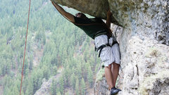 Rock Climbing Photo: Reaching around to pull the roof on Northface Mass...