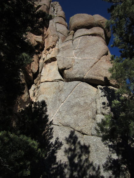 Rock Climbing Photo: Bottom of route.  S-Crack just in the shadow on ri...