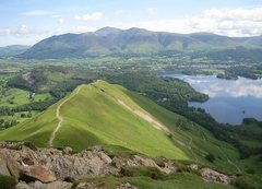 Rock Climbing Photo: Looking across Derwent Water towards the town of K...