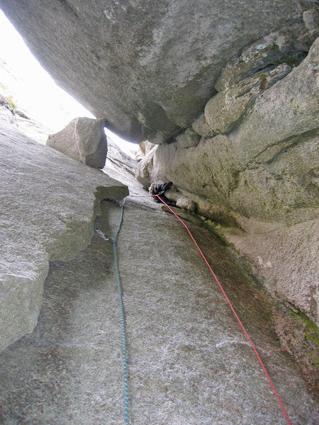 pitch 6. in front of the climber two options: <br> a)go right on the face clip piton and return back to crack with improbable move.. or<br> b) go strait climbing flare 10a/b<br>