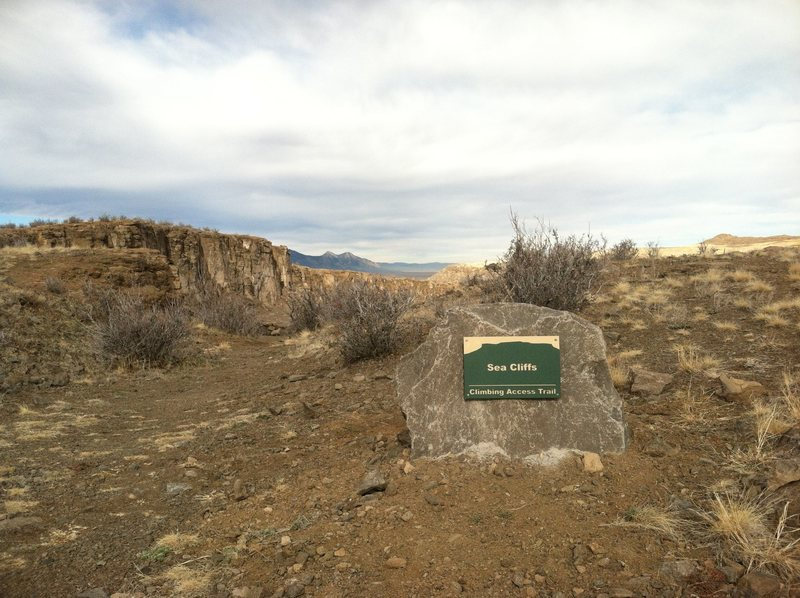 Sea Cliffs Trail sign.