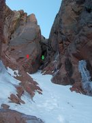 Rock Climbing Photo: Pitch 1: Red arrow shows first belay (2 pins). Gre...