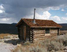 Rock Climbing Photo: Old shack atop Bald Mountain, Sierra Eastside