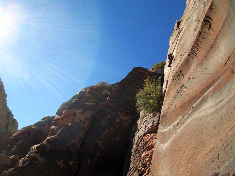 Rock Climbing Photo: Jonny on the balancy flake on P-5.   Sweet Thin wa...