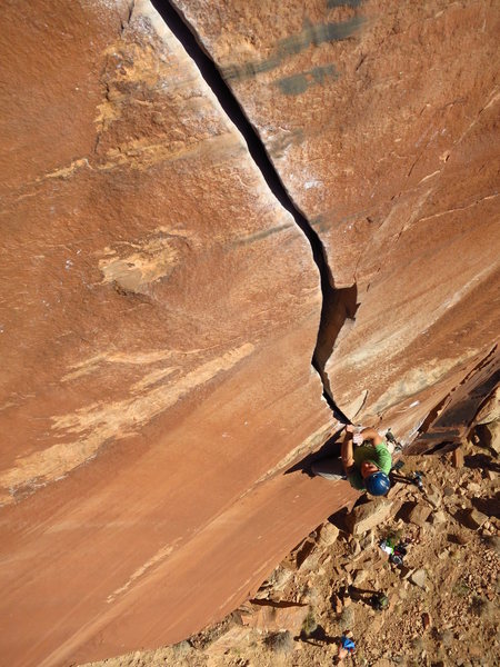 Enjoying the splitter above the chockstone roof move. Photo by Pancho Munoz
