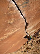 Rock Climbing Photo: Enjoying the splitter above the chockstone roof mo...