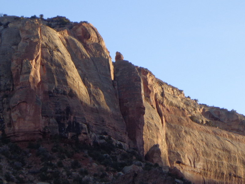 Rock Climbing Photo: Ronin climbs this corner below the notch then wind...