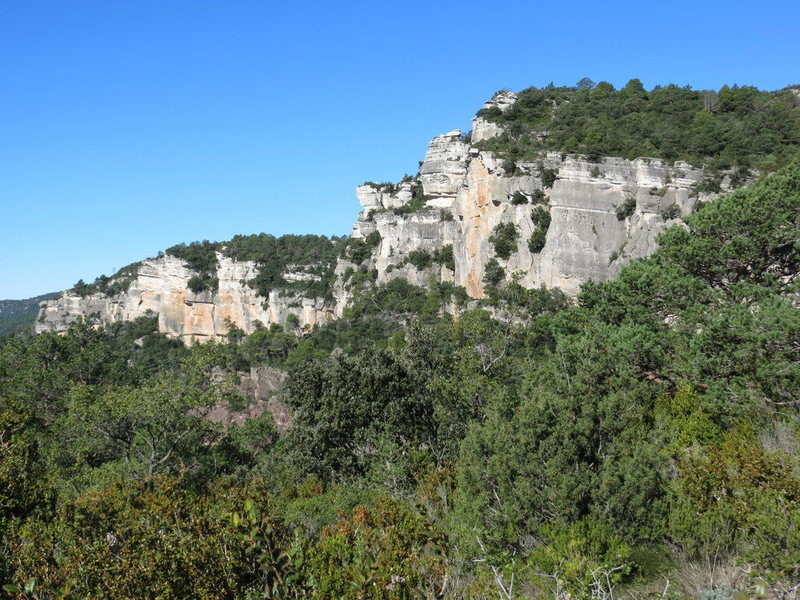 Rock Climbing Photo: The Antenes area, with the Roure and Primitiu sect...