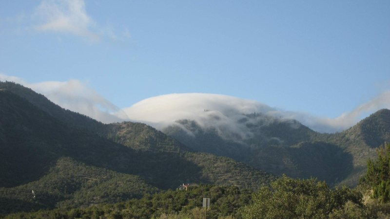Strange clouds in the Sandias.