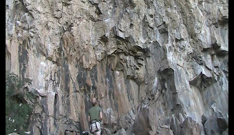 Rock Climbing Photo: The start of Common Thug and Slammer. At the hand ...