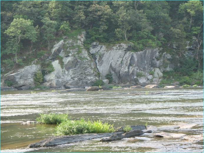 Rock Climbing Photo: View of the River Wall from near the pay parking l...