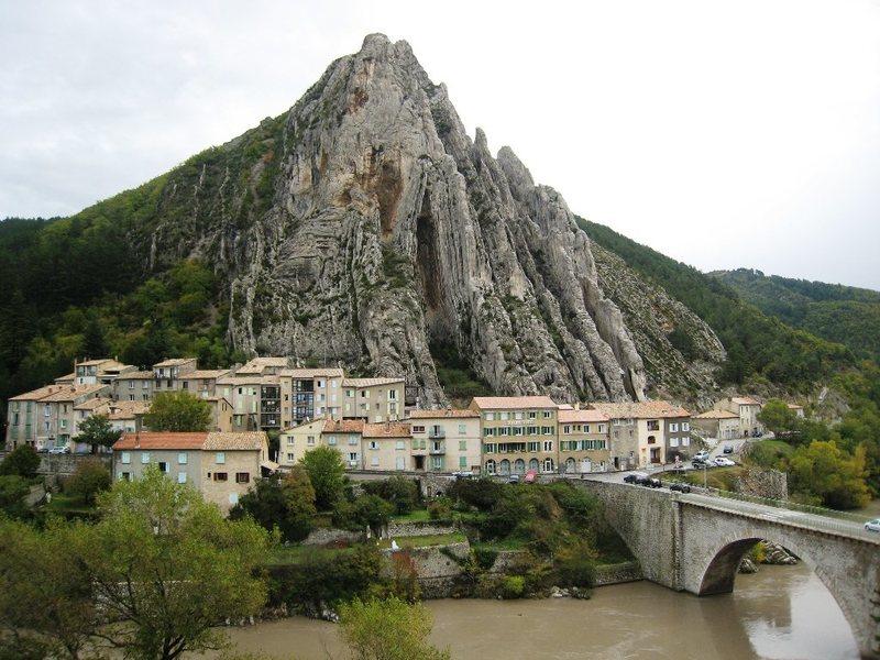 Rock Climbing Photo: Le Rocher de la Baume at Sisteron