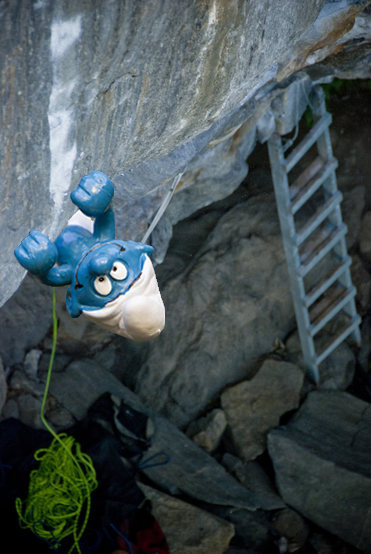 Rock Climbing Photo: TECHNO-SMURFING  !!!!!!!  HAHAHA