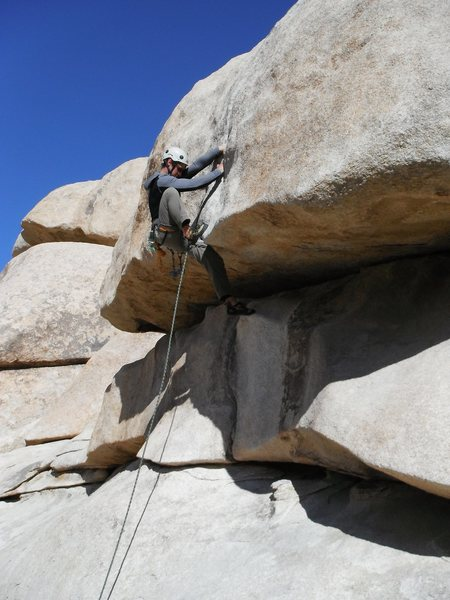 Pulling the lip of Hobbit Roof, Joshua Tree. Photo by R. Shore