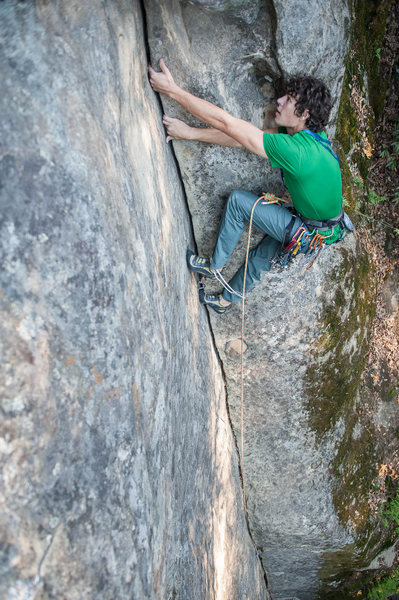 Rock Climbing Photo: Bottom section is an easy 5.6 splitter crack perfe...